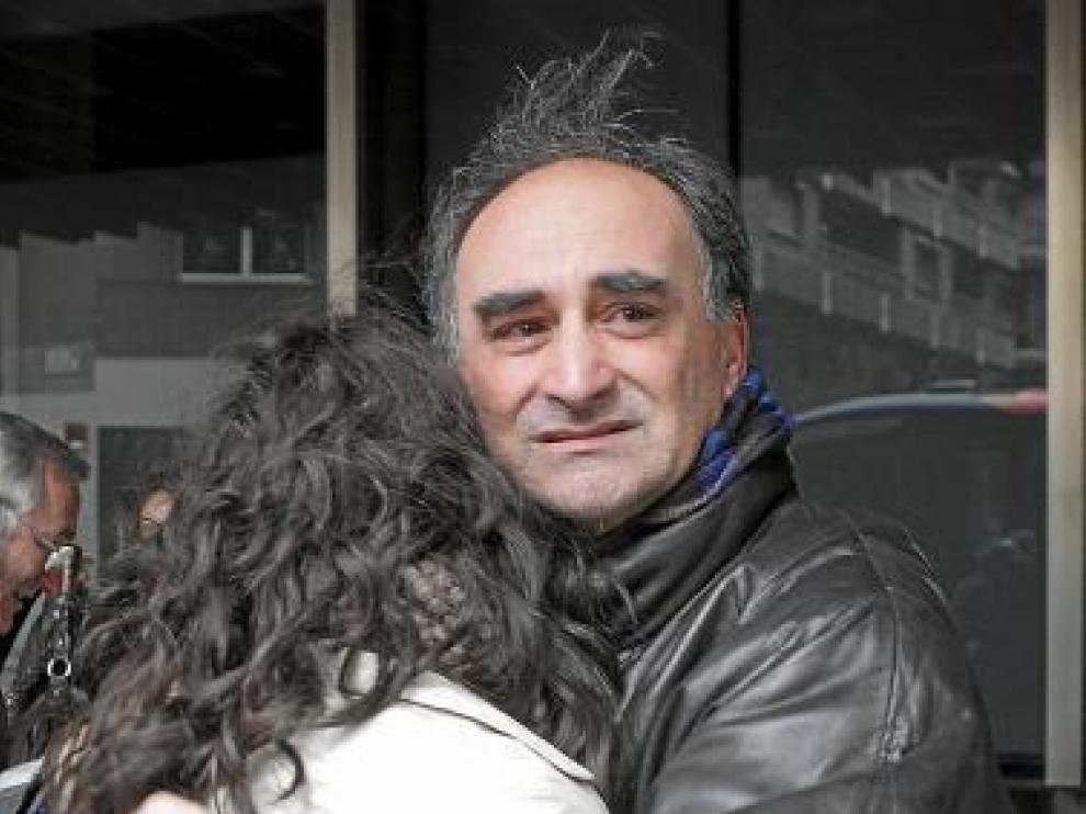 Anselmo Sánchez, emocionado al abrazar a su hija Yolanda.
