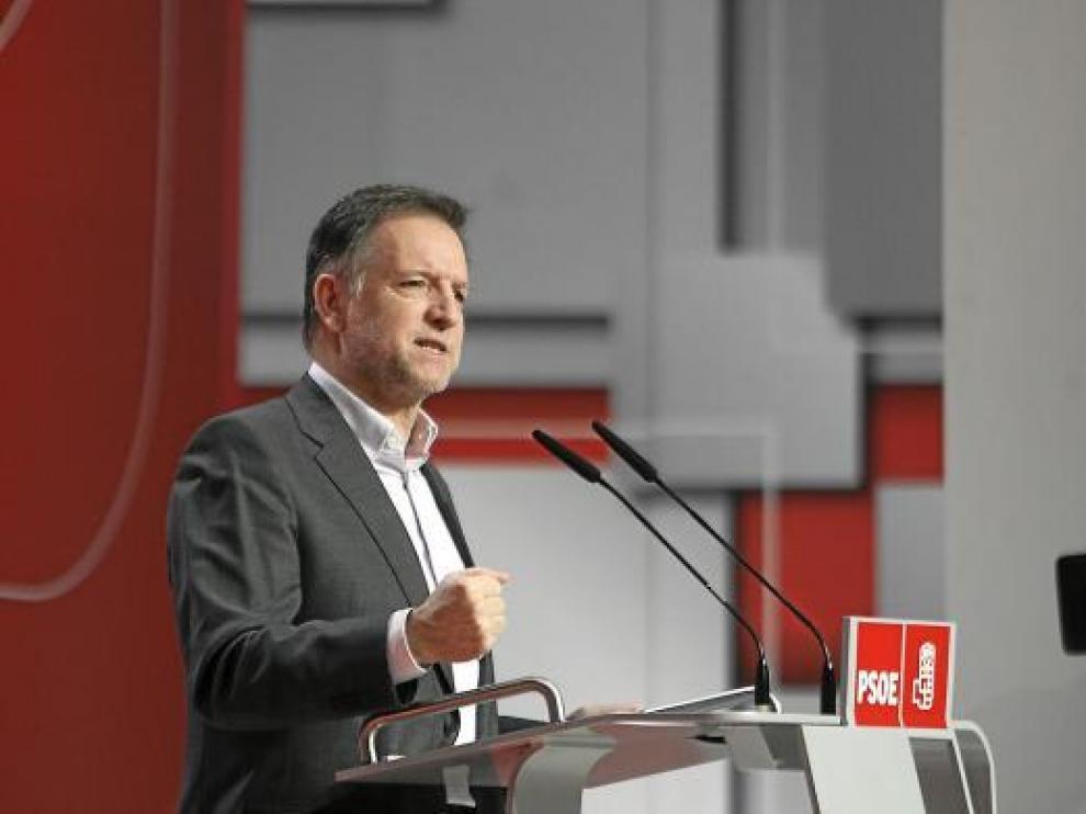 El presidente de Aragón, Marcelino Iglesias, ayer, en la clausura de la convención socialista.