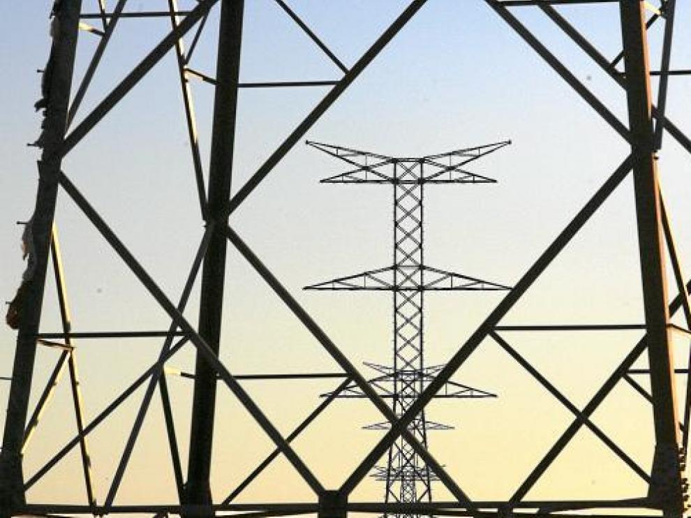 El recibo de la luz cae un 14,2% en enero en la tasa interanual y se abarata 11,5 euros