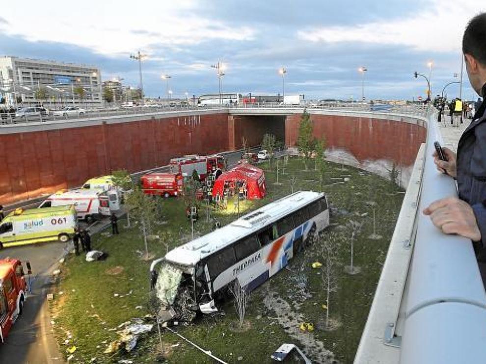El chófer del autobús de GM declara que el coche que se le cruzó no puso el intermitente