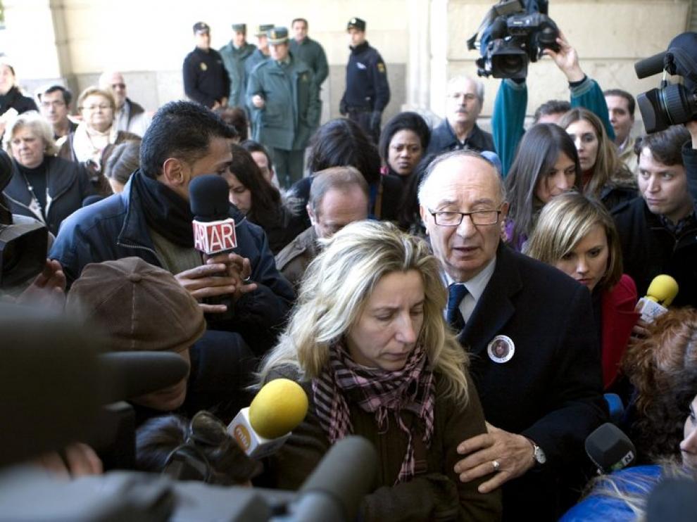 La madre y el abuelo de Marta del Castillo a su llegada al juzgado