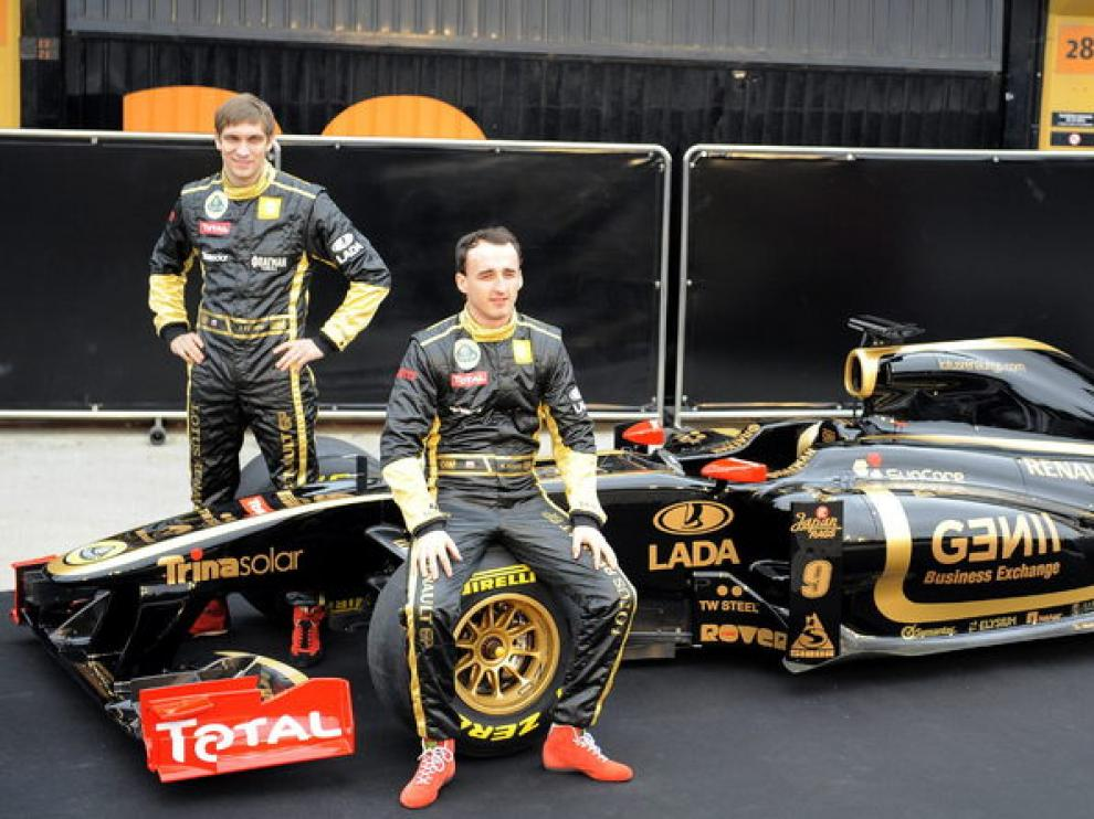 Vitaly Petrov y Rober Kubica durante la presentación del R31