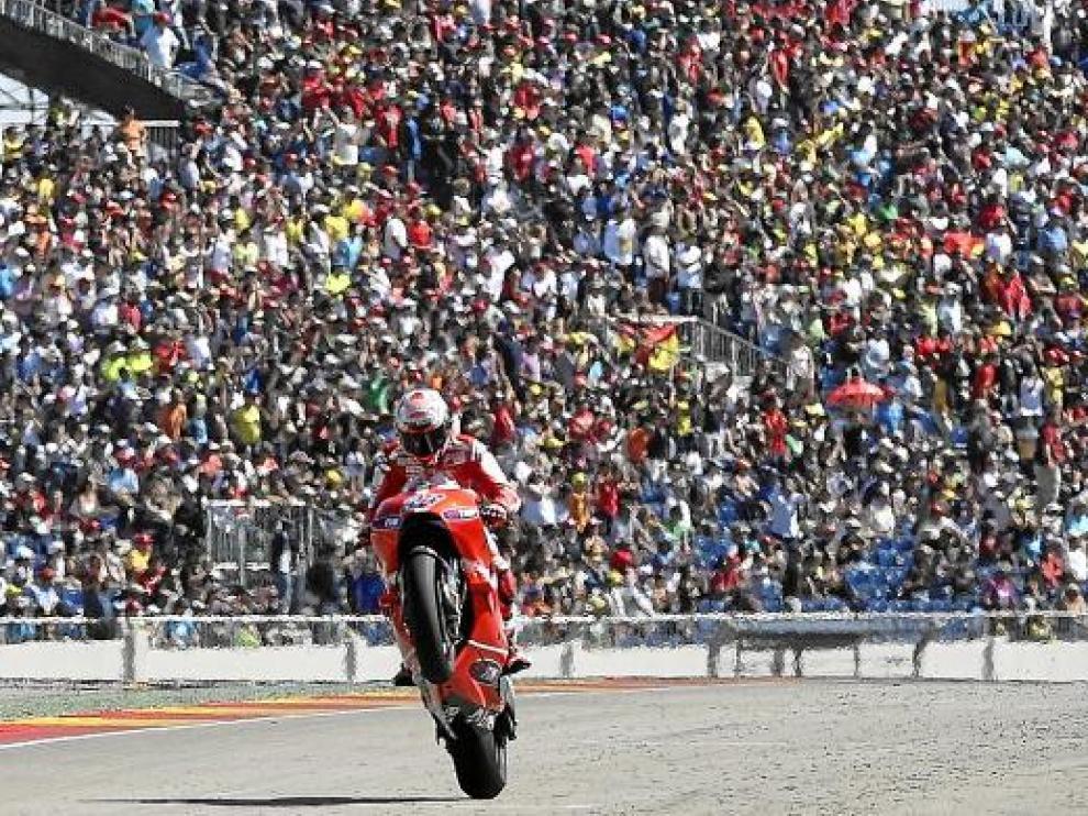 Stoner entra ganador, al término del pasado Gran Premio de Aragón.