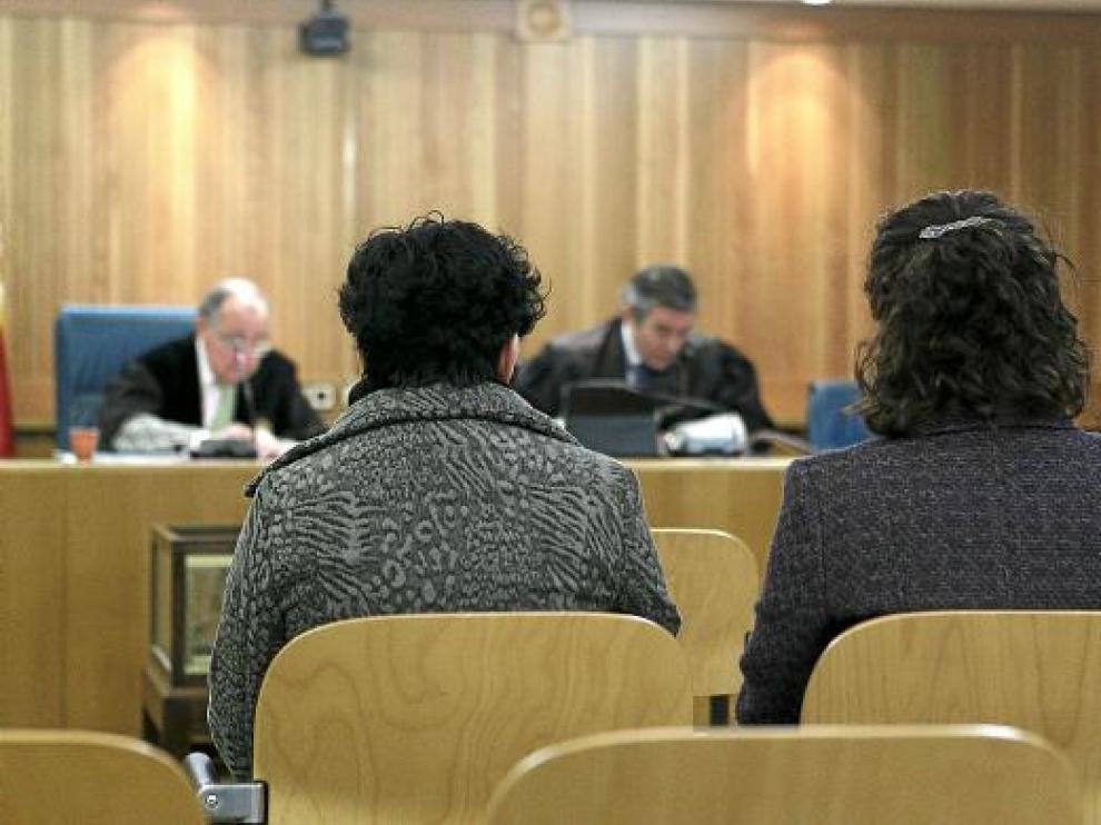 Las hermanas Blanca Rosa y María Isabel Bruño, ayer ante el juez.