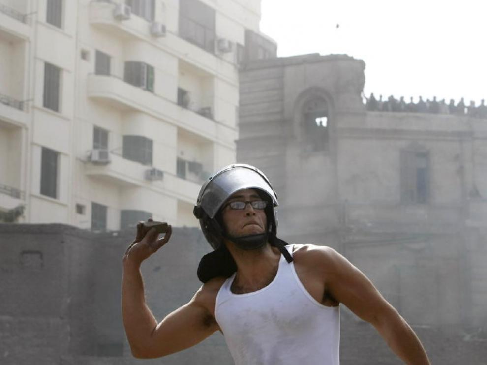 Enfrentamientos en El Cairo entre partidarios y detractores de Mubarak