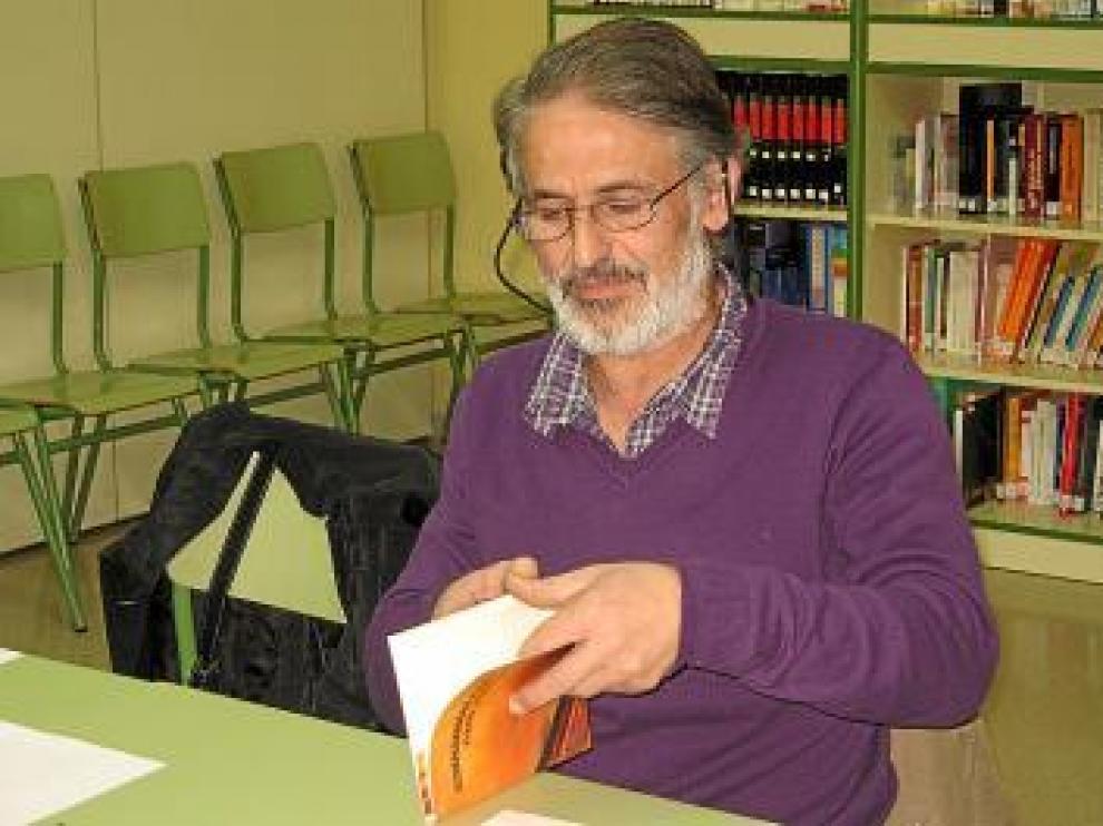 El poeta Ricardo Lacosta visitó el instituto.