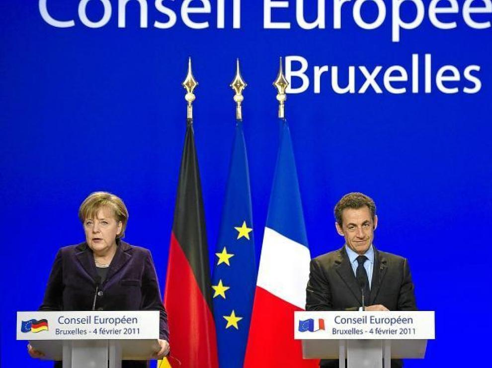 La canciller alemana, Angela Merkel, y el presidente francés, Nicolas Sarkozy, escenificaron su sintonía en la cumbre de Bruselas.
