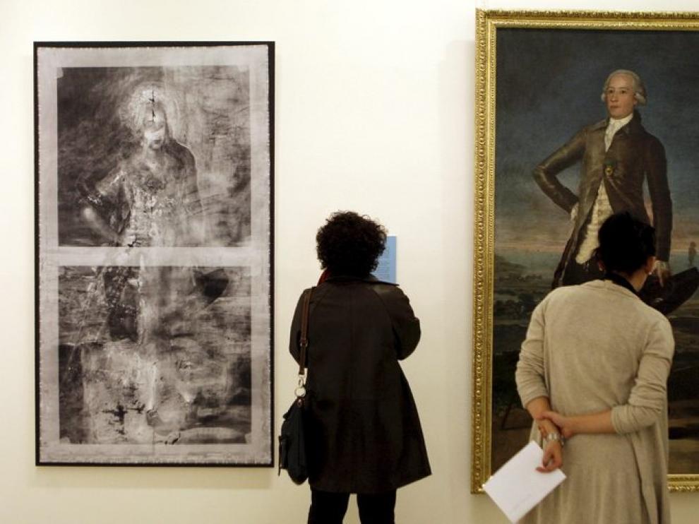 'Retrato de Jovellanos' (1780-1782), a la izquierda de la imagen, pintado por Goya, oculta bajo su pintura otro, del cuerpo de una mujer joven cuya identidad se desconoce