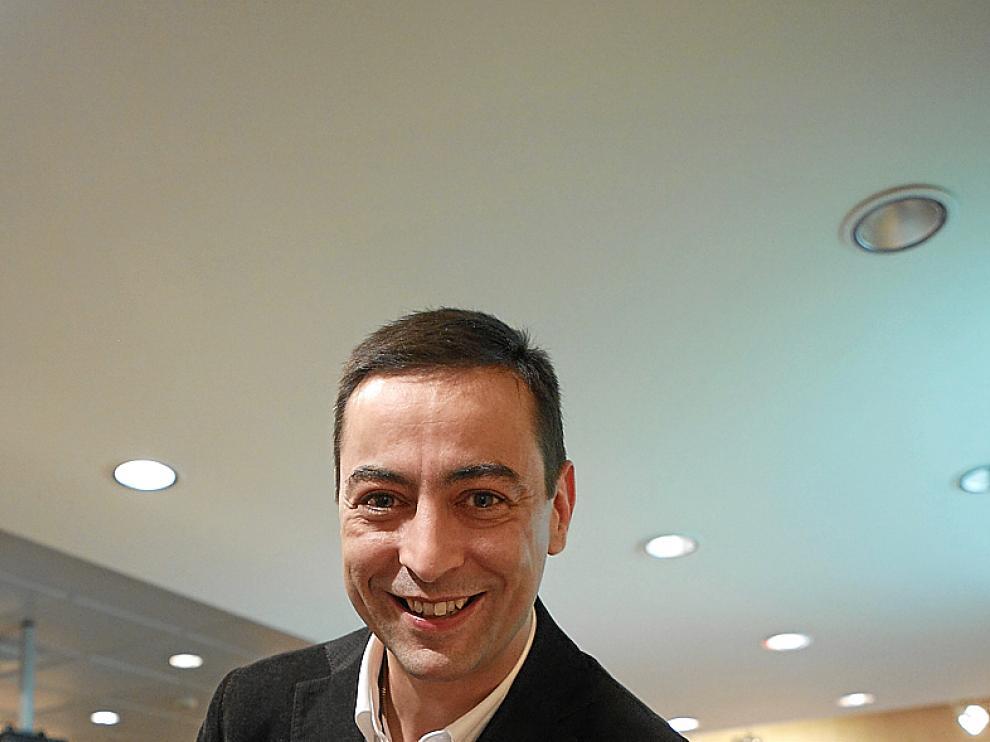 Juan Revenga, autor de 'Con las manos en la mesa'