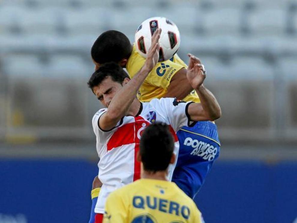 Roberto trabajó incansablemente hasta que tuvo que retirarse lesionado.