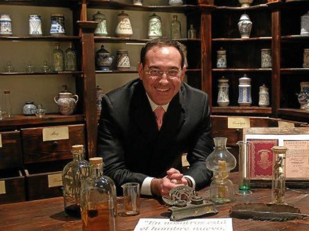 Sergio Baches en la botica recreada en la casa natal de Miguel Servet (Villanueva de Sijena).
