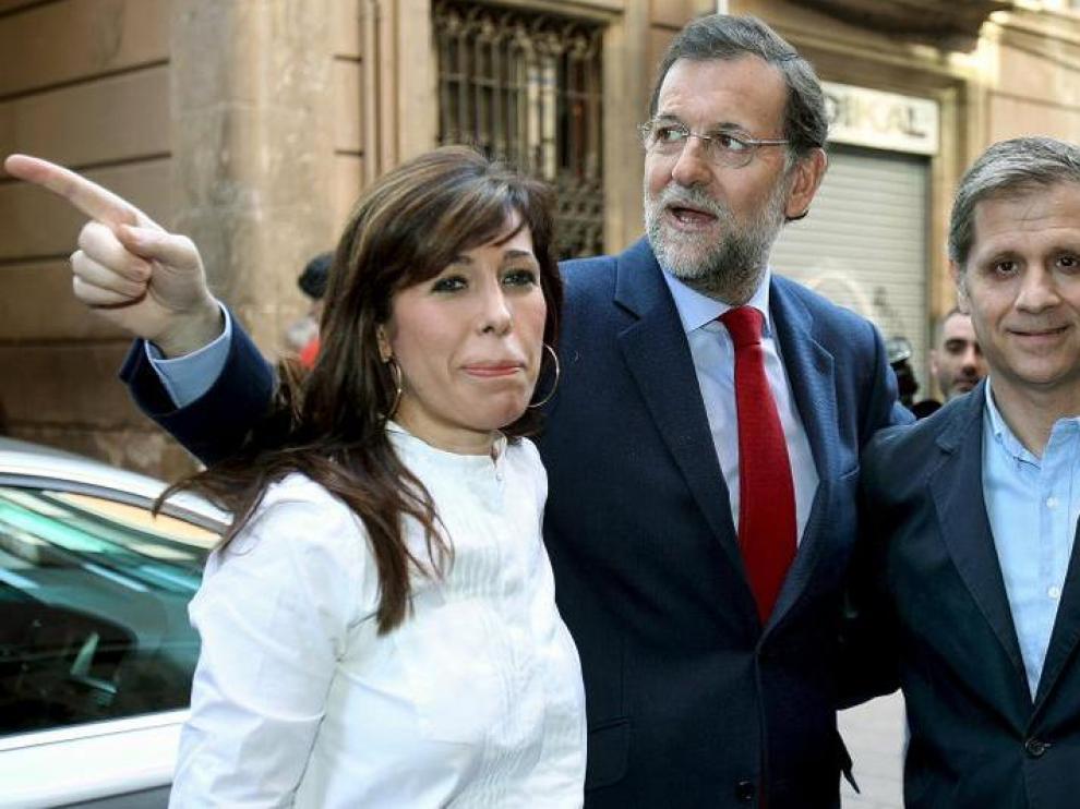 Mariano Rajoy, junto a Alicia Sánchez-Camacho y Alberto Fernández Díaz, ayer en Barcelona.