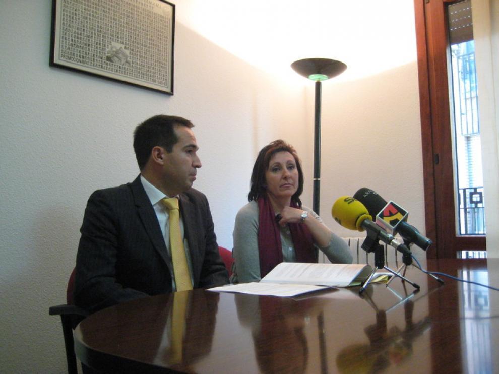 Inmaculada Florián, madre del niño afectado, y el abogado Ricardo Agoiz