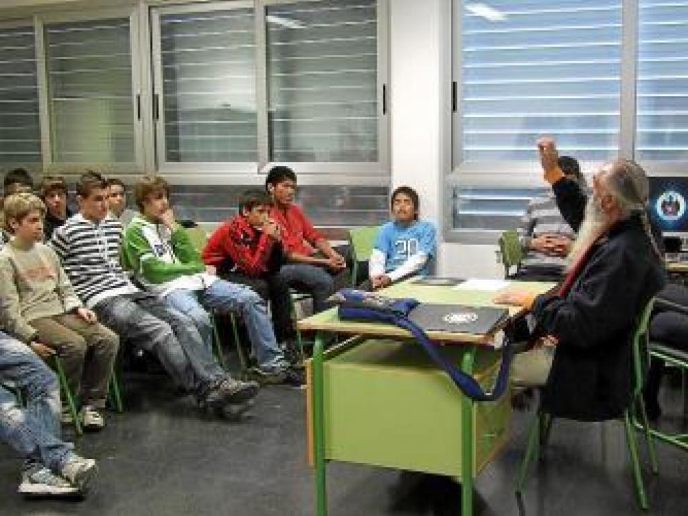Marc Llimargas habló a los alumnos de la tradición budista.
