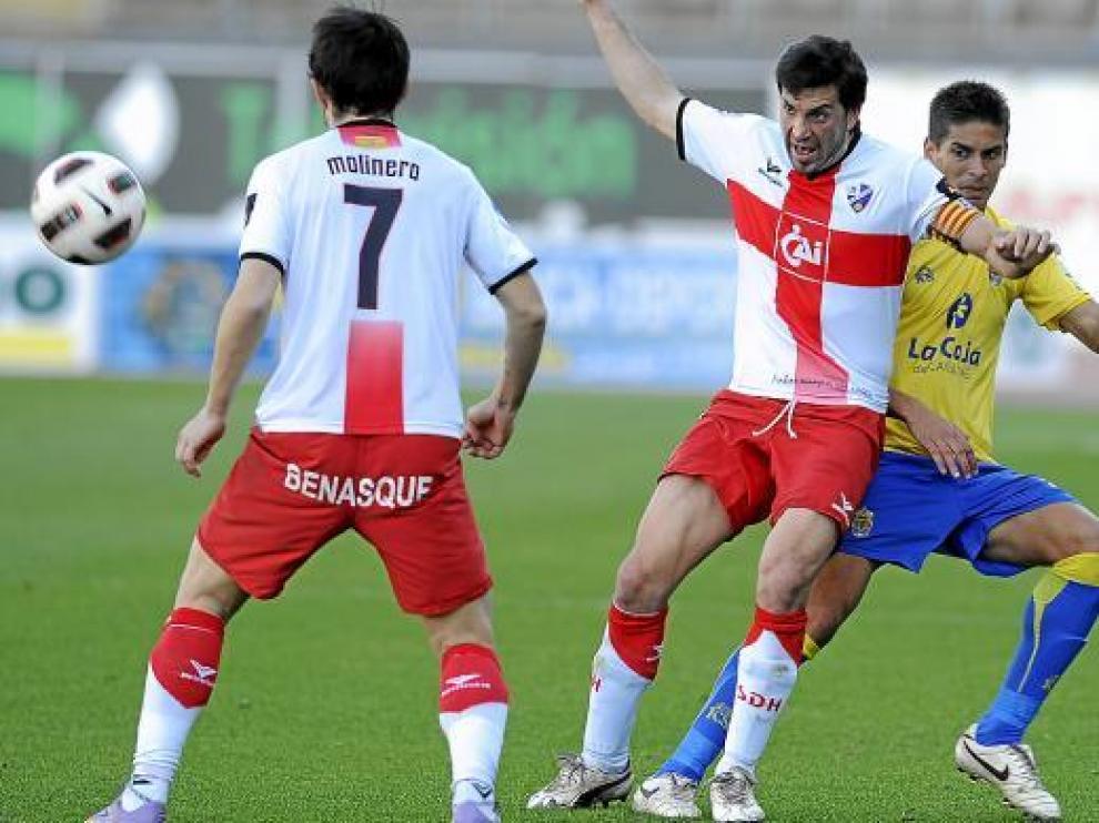Sorribas, en el centro de la imagen, y Molinero, durante el partido del sábado en Las Palmas.