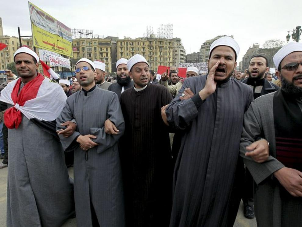 Manifestantes contrarios a Mubarak
