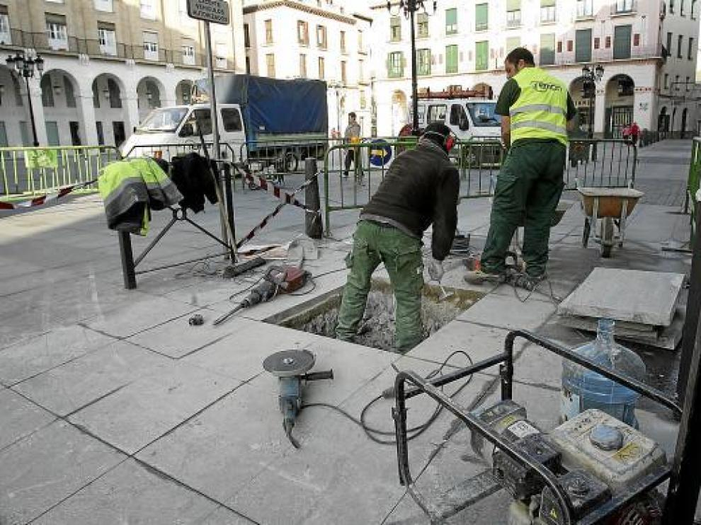 Los trabajos para instalar el sistema de acceso a la plaza se han adjudicado a la empresa Aplitec.