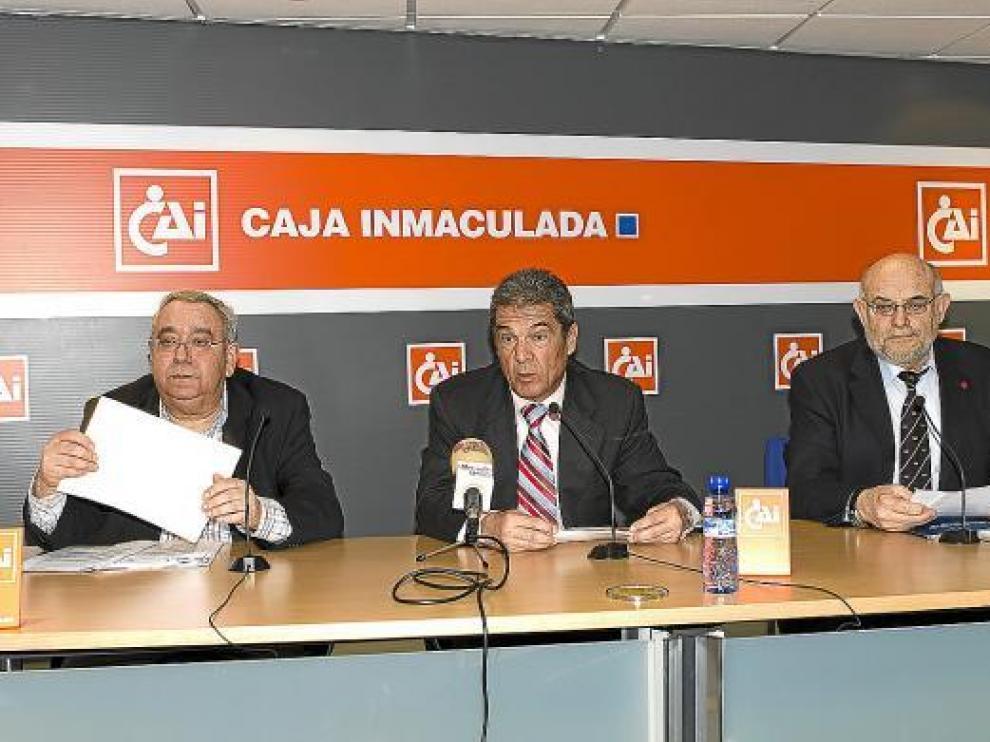 Gironella, Ruiz y Ferrer, en el acto celebrado en la mañana de ayer en la CAI.