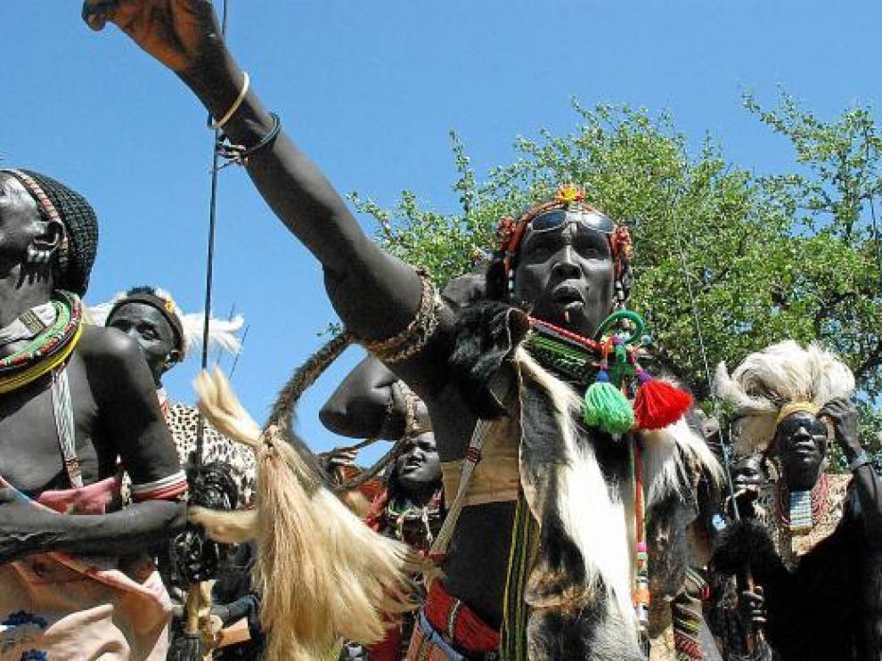 Sudaneses del sur, de la etnia Toposa, celebrando ayer la independencia.