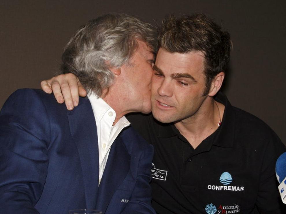 Fonsi Niero en su despedida, junto a su tío Ángel Nieto
