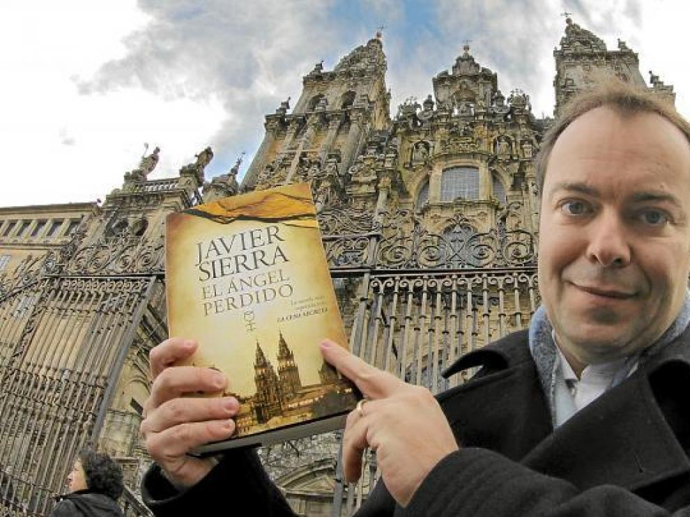 El turolense Javier Sierra presentó ayer su libro en Santiago de Compostela.