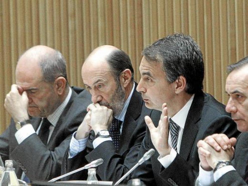 El PP aventaja en diez puntos al PSOE y obtendría la mayoría absoluta