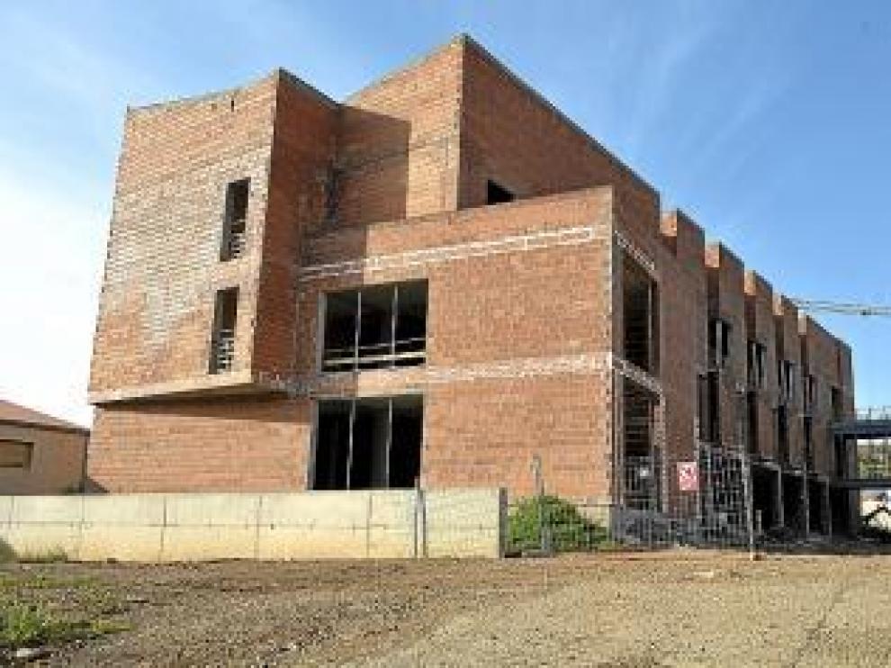 Un esqueleto de hormigón y ladrillo es a lo que ahora se reduce la residencia y centro de día municipal.