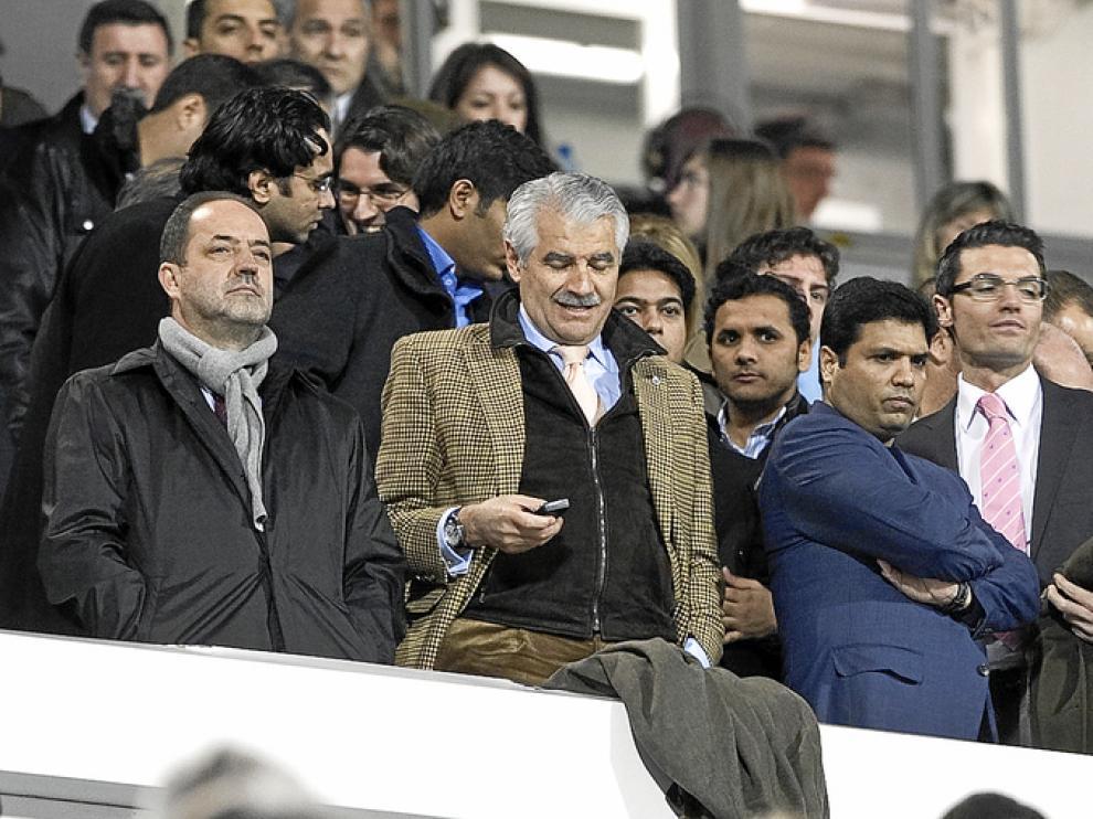Agapito Iglesias, presidente del Real Zaragoza, junto a Pernía, presidente del Racing de Santander, y 'Mr. Alí', nuevo propietario del club cántabro.