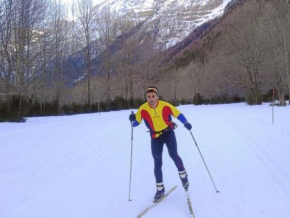 Israel Fuentes, en el circuito de Pineta donde entrena y quiere organizar una prueba en 2012.