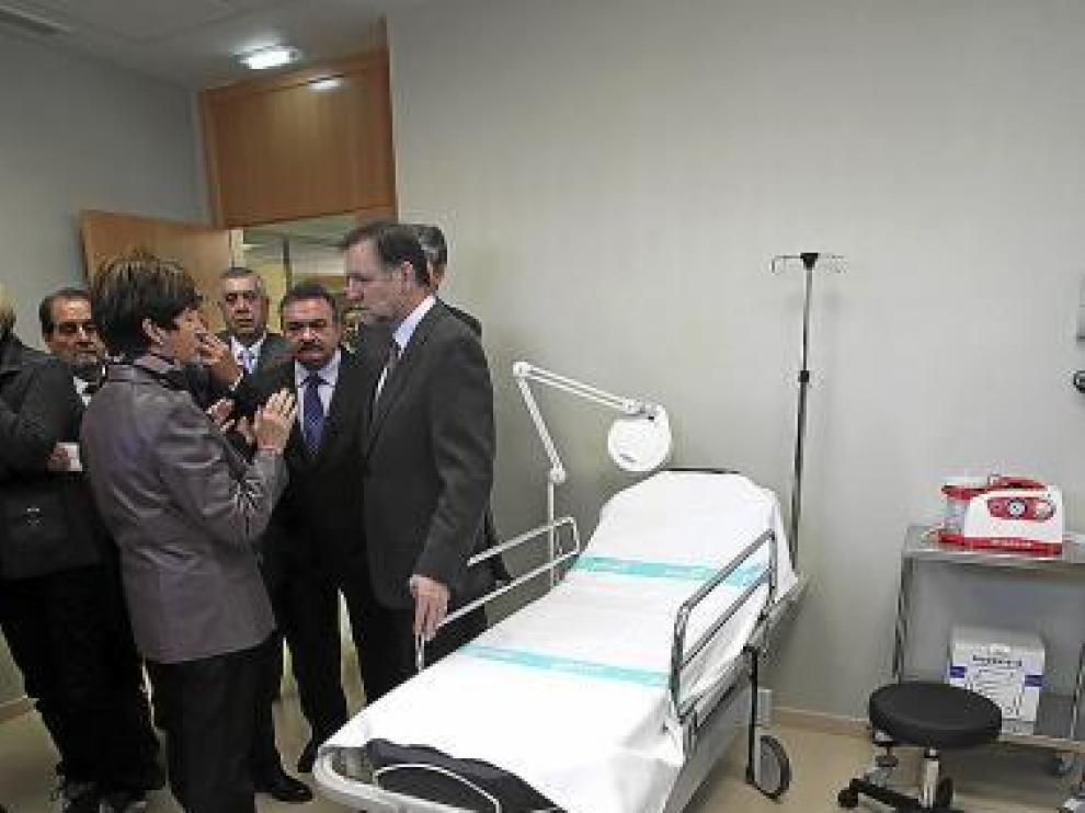 Iglesias y Noeno, ayer,  en el centro de salud de Mora.