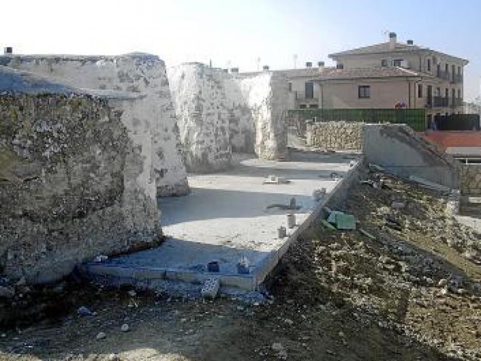 Vista de los antiguos hornos de yeso de Leciñena.