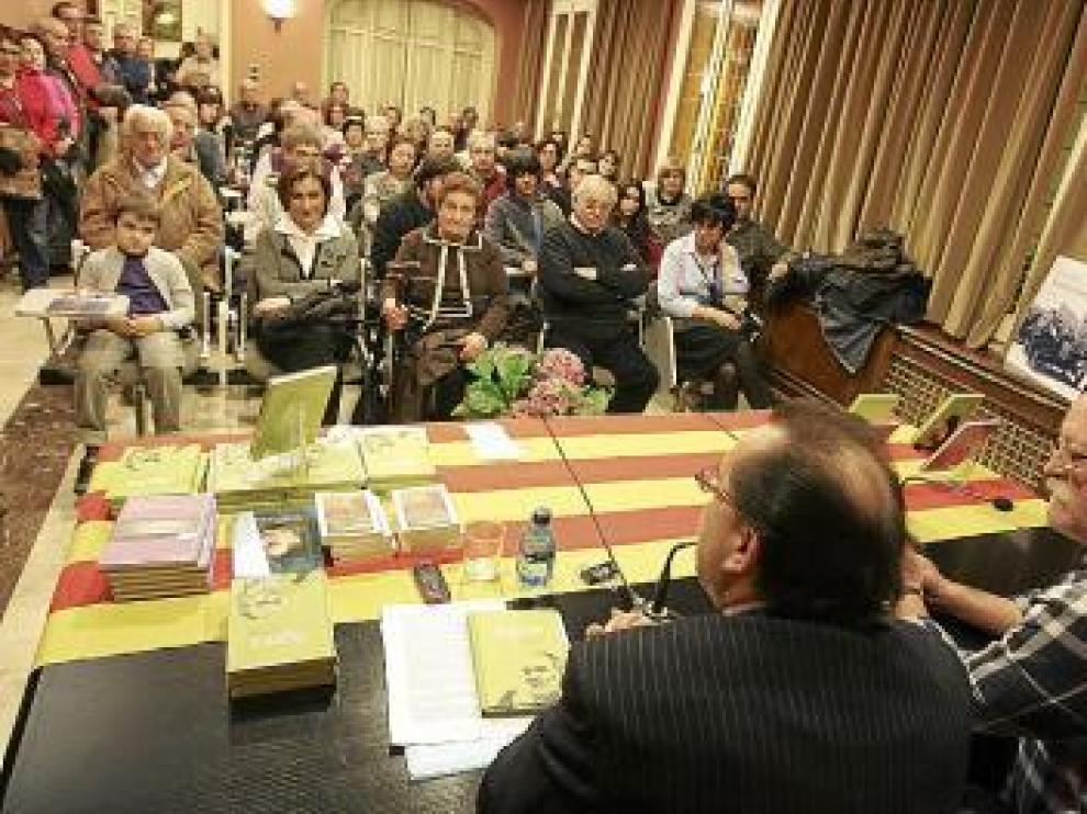 El libro se presentó ayer en el salón de actos del IEA.