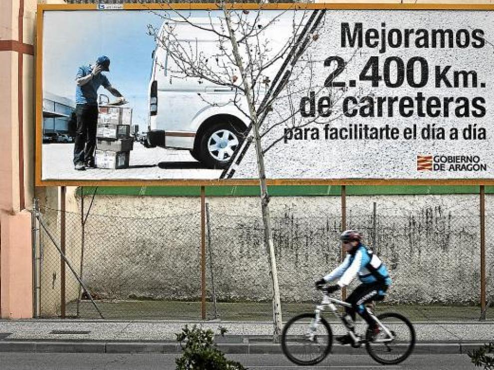 Imagen de uno de los carteles de la nueva campaña de la DGA.