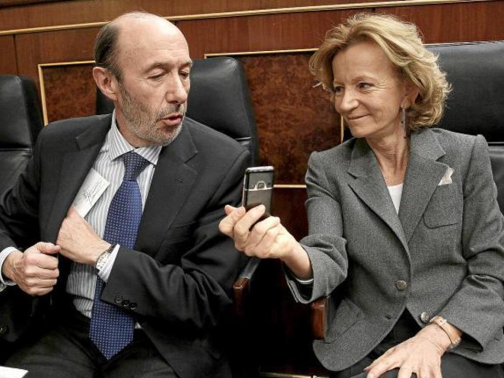 Los vicepresidentes Alfredo Pérez Rubalcaba y Elena Salgado, durante la comisión de control.
