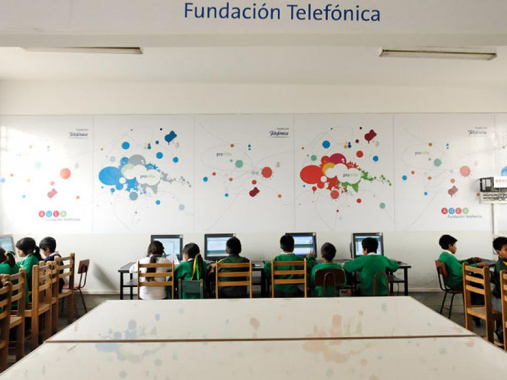 Aula de Fundación Telefónica en el colegio República de Cuba, de Lima (Perú)