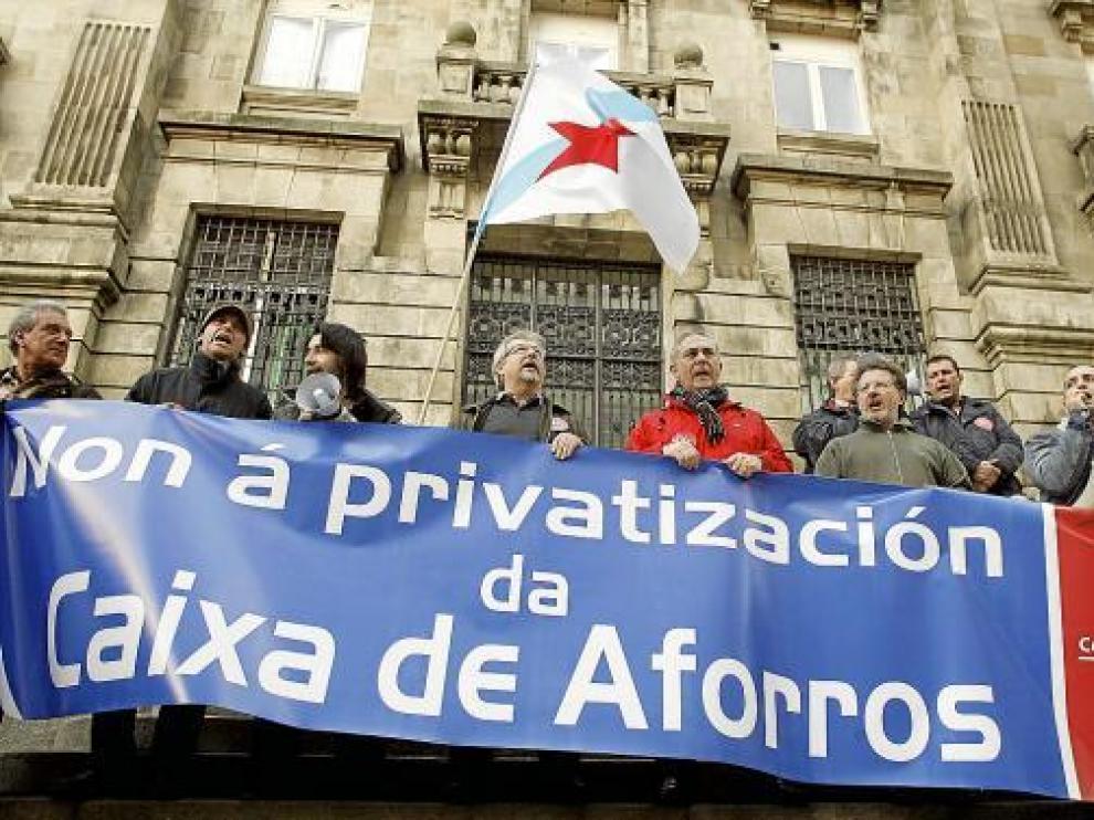 Concentración organizada por CIG ante el Banco de España contra la privatización de las cajas.