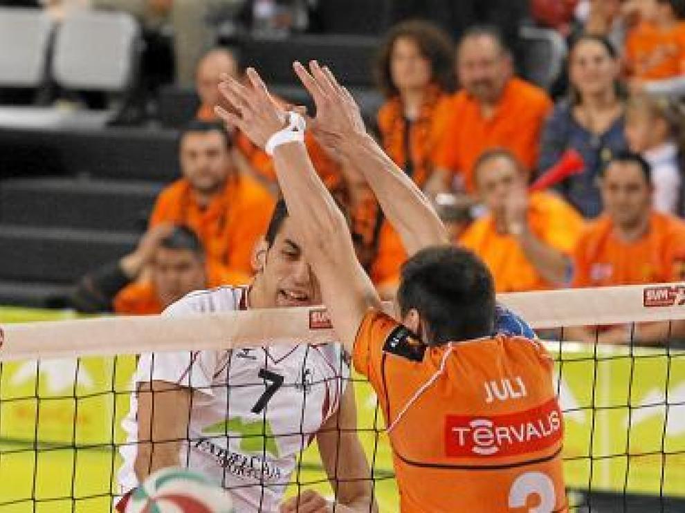 García-Torres trata de bloquear un balón, el pasado sábado.