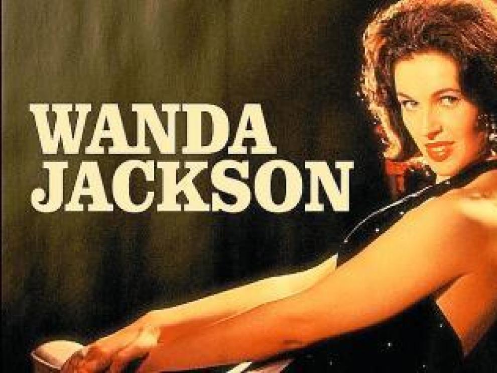 Wanda Jackson en una atractiva imagen de sus tiempos jóvenes