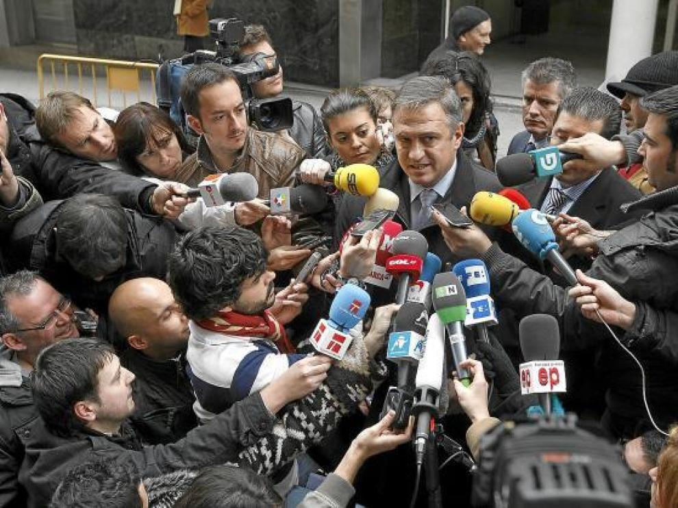 José Luis Astiazarán, presidente de la Liga de Fútbol Profesional, se dirige a los medios.