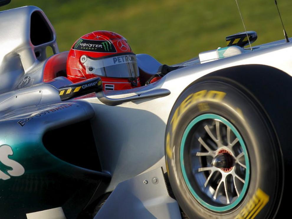 Michael Schumacher rueda con su Mercedes en el circuito de Jerez