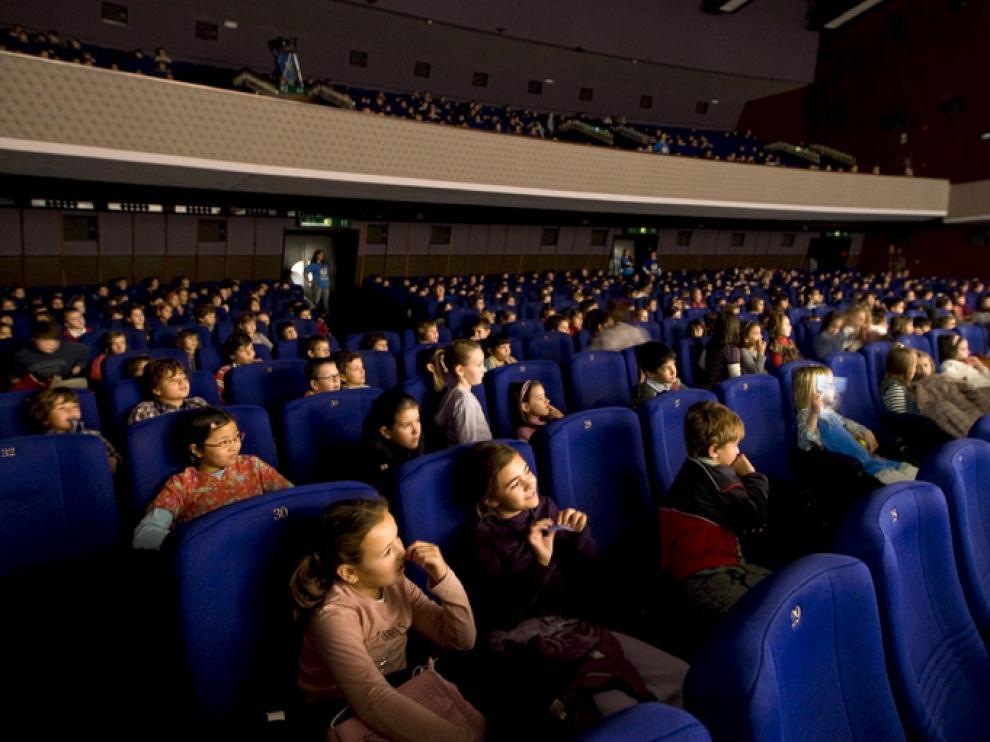 Sesión matinal en los cines Palafox (programa La linterna mágica).