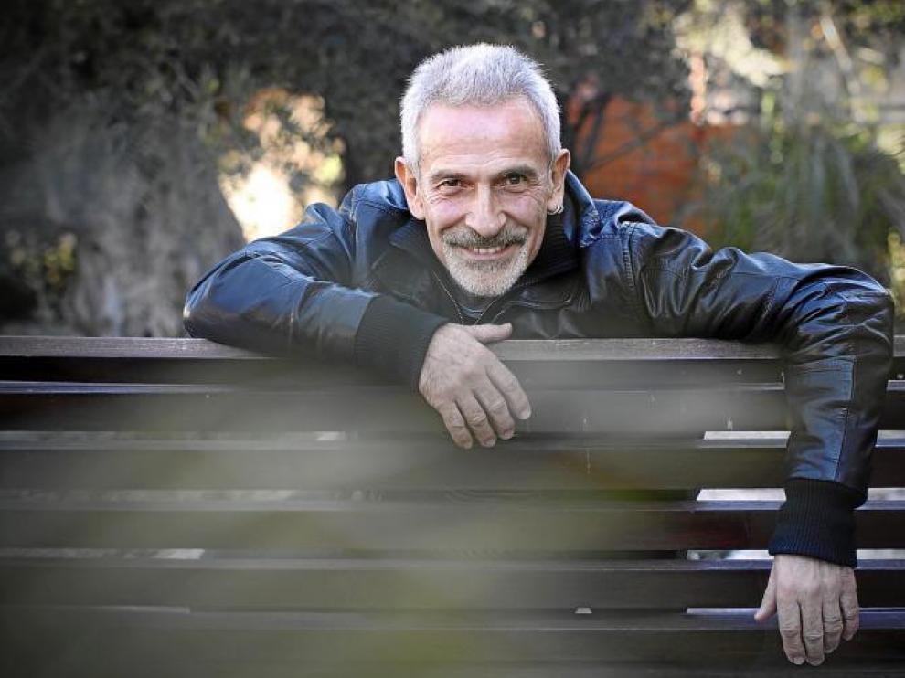 En la imagen, el bailarín zaragozano Víctor Ullate, en los jardines de la sede de su centro de danza en la Comunidad de Madrid.
