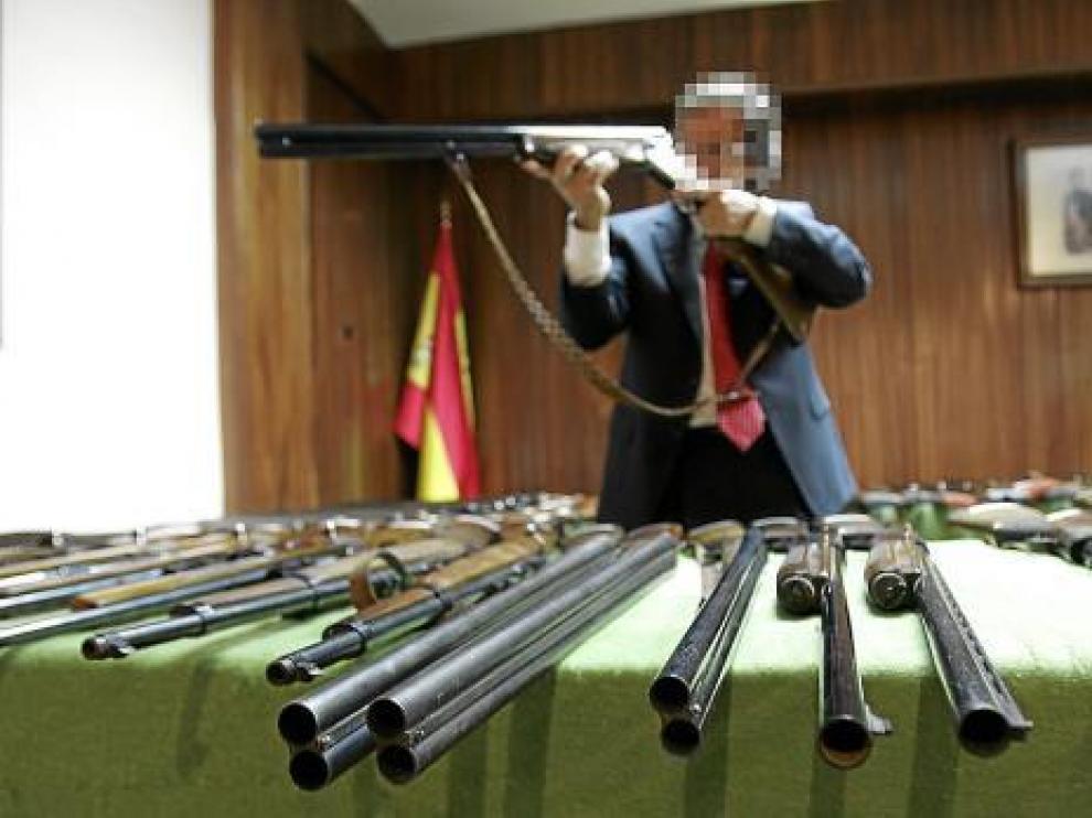 Imagen de archivo de una subasta de armas en la Comandancia de la Guardia Civil en Huesca.