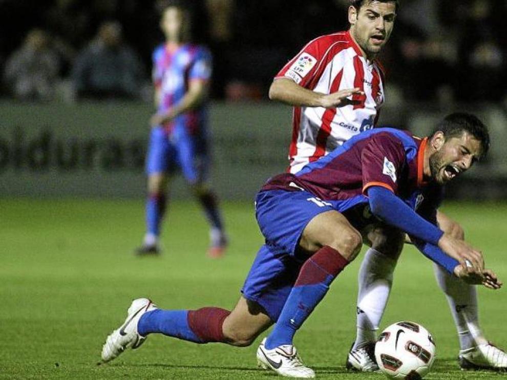 Tariq se fajó con los defensores del Girona. Dio bastante mal y estuvo cerca del gol en la segunda parte con un gran disparo.