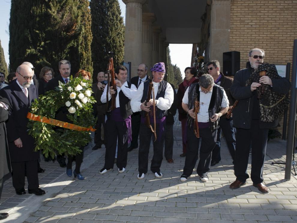 Homenaje a Joaquín Costa en el cementerio de Torrero