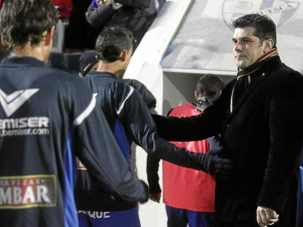 Losfablos saluda a los futbolistas a la conclusión del partido de hace dos meses contra el Granada.