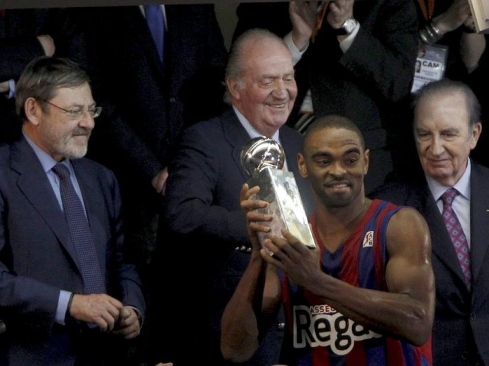 Anderson con su trofeo como mejor jugador de la Copa