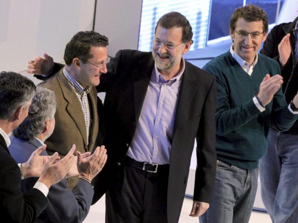 El presidente del PP, Mariano Rajoy, junto a los candidato a las alcaldías gallegas