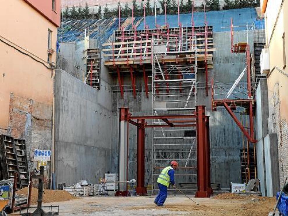 El ascensor de San Julián, financiado por la DGA, una de las pocas obras presupuestadas para 2011.