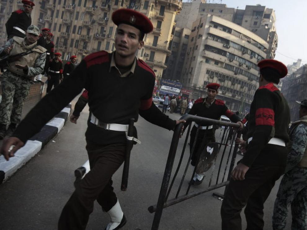 Militares proceden a desalojar la plaza Tahrir